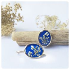 """Ohrhänger - Ohrhänger mit """"wilde Möhre"""" Blüten blau oval - ein Designerstück von Kiezelfen bei DaWanda"""