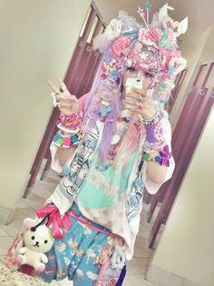 Kawaii harajuku style #japan #cute Hundred pound head dress! LOL