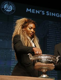 Defending champion Serena Williams, of the U.S, picks up a token during the Men's singles draw for the French Open Tennis tournament, at the Roland Garros stadium in Paris, Friday, May 23, 2014. The French Open tennis tournament starts Sunday. (AP)