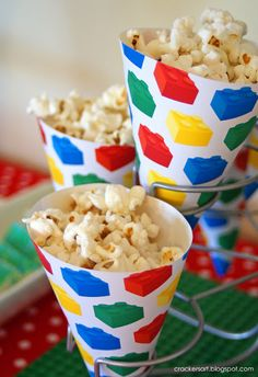 Popcorn treats in lego paper! Could do this for any party and change the wrapping to your theme. Could also fill with French Fries/Fish for party food. Lego Themed Party, Lego Birthday Party, 6th Birthday Parties, Birthday Ideas, Carnival Birthday, Bolo Lego, Ninjago Party, Heart Party, Childrens Party