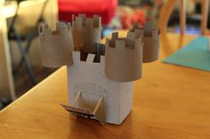 Castelo feito com rolos de papel higienico - Actividades com Material Reciclavel - Brinquedos de Papel