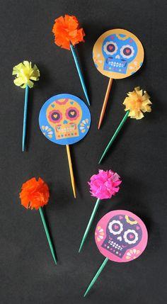 Convierte los palillos de tus botanas en los más divertidos del Inframundo. | 15 Originales y divertidas ideas para este Día de Muertos