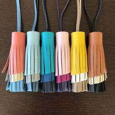 Angled Cut Fringe Tassel Bag Charms by LuxeLeatherCrafts Leather Accessories, Leather Jewelry, Leather Craft, Leather Fringe, Leather Cord, Crea Cuir, Creation Couture, Leather Keychain, Diy Weihnachten