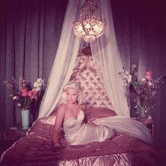Old Hollywood Glamour, Vintage Glamour, Old Hollywood Bedroom, Hollywood Regency, My New Room, My Room, Vivienne Westwood Boudoir, Foto Fantasy, Diana Dors