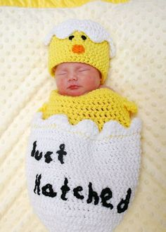 crochet for babies Hatching Egg Crochet Photo Prop Set This wonderful set is perfect for babies first picture. Great for those Easter babies but dont let that stop - Crochet Baby Cocoon, Crochet Bebe, Crochet Baby Clothes, Easter Crochet, Newborn Crochet, Baby Blanket Crochet, Crochet For Kids, Crochet Hats, Crochet Costumes