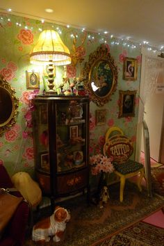 Stockholm's own Speakeasy Tattoo Parlour. Love the décor. Tattoo Shop Decor, Tatto Shop, Gypsy Style, Boho Gypsy, Speakeasy Tattoo, Boho Decor, Art Decor, Paint Color Schemes, Waiting Area