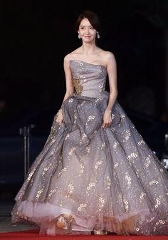 Asia Artist Awards, Yoona Snsd, Popular Girl, Korean Star, Girls Generation, Korean Singer, Red Carpet, Ball Gowns, Actresses