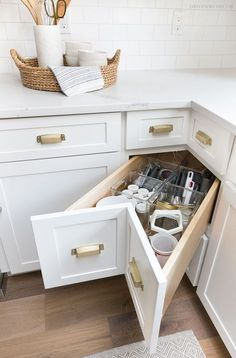 Storage & Organization Ideas From Our New Kitchen! A super smart solution for using the corner space in a kitchen - kitchen corner drawers!A super smart solution for using the corner space in a kitchen - kitchen corner drawers! Small Kitchen Storage, Kitchen Cabinet Storage, Kitchen Small, Corner Cabinet Kitchen, Kitchen Ideas For Small Spaces Design, Narrow Kitchen, Kitchen Drawers, Kitchen Modern, Small Farmhouse Kitchen