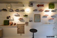 【リノベーションレポート】募集終了: 壁一面に有孔ボード!?コレクションを飾りたくなるお部屋。 | Local data (ローカルデータ)|人と地域を深堀するウェブメディア Room Ideas, Photo Wall, Frame, Shop, Home Decor, Picture Frame, Photograph, Decoration Home, Room Decor