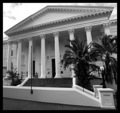 National Library of South Africa Cape Town - On the finest all year round Nordic Walking Peninsula in the World Cape Colony, Old Libraries, Nordic Walking, Pretoria, Old Buildings, Book Publishing, Cape Town, Continents, Branches