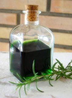 El alcohol de romero (rosmarinus officinalis) para uso externo, es una forma magnífica y tradicional de beneficiarse de las propieda...