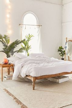 Urban Outfitters' 50 Percent Off Fall Favorites Sale Is Perfect For Buying Cozy Bedding bedroomsdecor 736901557759343267 Bedroom Apartment, Home Decor Bedroom, Modern Bedroom, Bedroom Furniture, Contemporary Bedroom, Urban Bedroom, Bedroom Headboards, Bedroom Neutral, Bedroom Tv