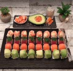 Turns out you don't need to be an expert chef to make your own sushi. Make Your Own Sushi, How To Make Sushi, Making Sushi At Home, Asian Recipes, Healthy Recipes, Ethnic Recipes, Easy Sushi Recipes, Healthy Sushi, Sushi Food