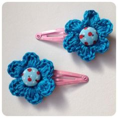 Sweet hair clip flower (xs) made by sweetcrochet. Crochet Craft Fair, Crochet For Kids, Crochet Crafts, Crochet Yarn, Crochet Flowers, Crochet Projects, Crochet Hair Clips, Crochet Hair Styles, Crochet Earrings