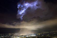 La cellule orageuse sur l'agglomération genevoise (rive droite). Genève 24.06.16 Photos, Clouds, Outdoor, Lake Geneva, Outdoors, Pictures, Outdoor Games, The Great Outdoors, Cloud
