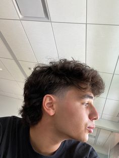 Mullet Haircut, Mullet Hairstyle, Fade Haircut, Dyed Hair Men, Curly Hair Men, Curly Hair Styles, Mohawk Hairstyles Men, Haircuts For Men, Mullet Fade