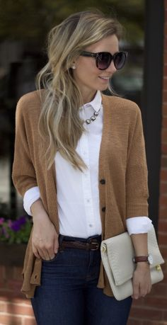 Dressing For Fall Part The White Oxford Shirt - Diana Miranda - Dressing For Fall Part The White Oxford Shirt white-oxford-buttonup-fall-preppy-outfit-city-peach - Casual Work Outfits, Professional Outfits, Work Attire, Mode Outfits, Work Casual, Fashion Outfits, Womens Fashion, Summer Outfits, Office Outfits Women