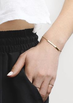 The Bar Bracelet | Vrai & Oro (Always 14k solid gold, without the retail markups.)