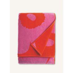 Unikko  bath towel 75x150 cm - red, pink - All items - Home  - Marimekko.com Bath Linens, Bath Towels, Poppy Pattern, Fingertip Towels, Turkish Cotton Towels, Standard Textile, Modern Baths, Hand Towel Sets, Bath Sheets