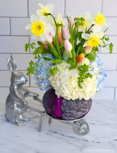 DIY Blooming Cabbage Flower Arrangement for Spring or Easter | ©homeiswheretheboatis.net #DIY #easter #spring #flowers #tablescape Hot Air Balloon Centerpieces, Holiday Centerpieces, Floral Centerpieces, Pretty Flowers, Faux Flowers, Egg Shell Planters, Homemade Easter Baskets, Flower Arrangements, Flower Vases