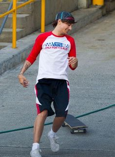 THIS IS ABSOLUTE SATAN BC SNAPBACK AND A SKATEBOARD AND THE FUCKING VANS SHIRT CAN HE NOT