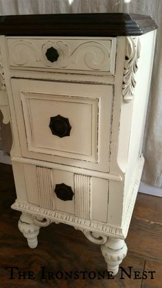 Furniture Makeover with Chalk Paint® by Annie Sloan & General Finishes - I'm a Leg Girl