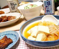 キムチ使って即席スンドゥブ。他、モロヘイヤおひたし塩ダレ和え、鶏の味噌焼き、カニキュウ、お肉屋さんのミンチカツ。ごはんに梅干しと紫蘇をさっくりと混ぜて。 - 88件のもぐもぐ - スンドゥブ他いろいろ。 by MakiHiro