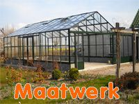 Batist hobbykassen ontwikkelt, produceert en bouwt volledig in eigen beheer een breed assortiment maatwerk objecten. Stuur ons uw schets of tekening en wij kijken of we van uw plannen een concreet tuinhuis of overkapping voor de tuin kunnen bouwen. Onze eigen medewerkers bouwen in heel Nederland uw tuinsierraad op.