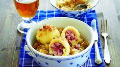 Kulaté knedlíky naplněné dobrým uzeným a přelité voňavou cibulkou jsou prostě česká klasika. Yummy Food, Delicious Meals, Potato Salad, Potatoes, Fresh, Chicken, Meat, Baking, Ethnic Recipes