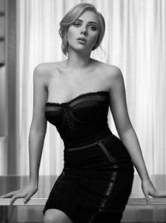 La petite robe noire, c'est l'arme féminine absolue!Même si elle semble facile à porter, il faut toujours bien choisir ses accessoires…