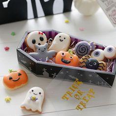 Halloween Desserts, Postres Halloween, Halloween Cookies Decorated, Halloween Sugar Cookies, Halloween Treats, Fall Halloween, Fall Cookies, Iced Cookies, Cute Cookies