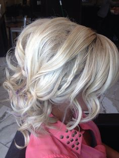 Luv the hair style  :)