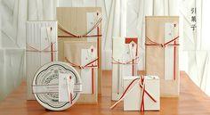 引菓子 Japanese Gift Wrapping, Japanese Gifts, Japanese Modern, Japanese Design, Wine Packaging, Paper Packaging, Brand Packaging, Packaging Design, Branding Design