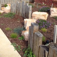 Crazy Front Yard Retaining Wall Landscaping - All For Garden Garden Retaining Wall, Landscaping Retaining Walls, Front Yard Landscaping, Sleeper Retaining Wall, Landscaping Ideas, Landscaping Blocks, Garden Edging, Garden Paths, Back Gardens