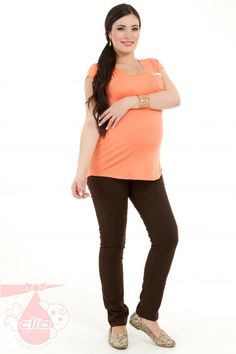 31d065ab9 Los pantalones para las embarazadas pueden ser cómodos y modernos a la vez.  Este pantalón