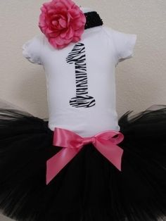 If I ever have a baby girl this would be too cute for a first birthday outfit!! Adorable!!