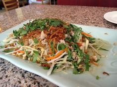 Salade fraîche vietnamienne - The Best Simple Recipes Asian Recipes, Healthy Recipes, Ethnic Recipes, Chinese Recipes, Caprese Salat, Fresh Salad Recipes, Cooking For Two, Food Preparation, Chinese Food
