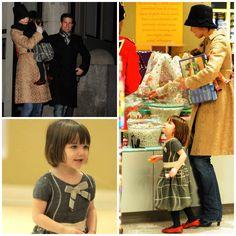 Hair - cabelo - pelo - beautiful - hermoso - moda - look - style - estilo - inspiration - inspiração - fashion - elegant - elegante - coat - casaco - Dress - vestido - Il Gufo - green - Shoes - sapato - Nordstrom - red - vermelho - pantyhose - meia calça - Tights - kid - child - criança - baby - bebê - daughter - filha - hija - father - pai - padre - dad - papai - papá - mother - mãe - madre - mom - mamãe - mamá - happy family - família feliz - December - 2008 - Katie Holmes - Suri - Tom…