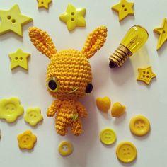 #mostridifilo #crochet #crochetlove #amigurumi #amigurumidolls #bunny #coniglio #bottoni #bottoncini #buttons #button #giallo #yellow #jaune #monocromo #monocromatico #stellina #stella #star #picoftheday #tagacazzo #likers #like4like #lampadina #idea #lucegialla #instacrochet #instapic #ciao by mostridifilo