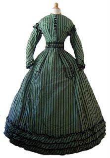 All The Pretty Dresses: Green Dress with Stripes. Reminds me of my Haunted Mansion costume Vintage Outfits, Vintage Gowns, Vintage Mode, Haunted Mansion Costume, Pretty Dresses, Beautiful Dresses, Victorian Fashion, Vintage Fashion, Suits