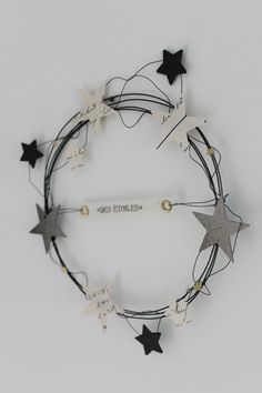 wreath with wire and paper stars - christmas deco