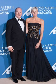 Princess Charlene of Monaco cozies up to her husband Prince Albert II of Monaco, as they led the glamorous arrivals at the 'Monte-Carlo Gala For The Global Ocean' event on September 28, 2017