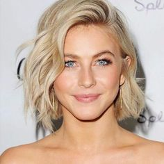 Beautiful 7 easy hairstyles that make your face look slimmer. The post 7 easy hairstyles that make your face look slimmer…. appeared first on Hair and Beauty . Medium Hair Styles, Natural Hair Styles, Short Hair Styles, Natural Beauty, Natural Lips, Chin Length Hair Styles For Women, Natural Makeup, Natural Blondes, Short Hairstyles For Women
