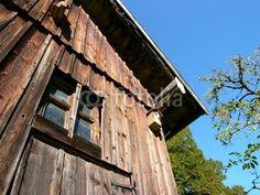 Alte Scheune aus braunem Holz in Rudersau bei Rottenbuch im Kreis Weilheim-Schongau in Oberbayern
