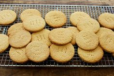You'll love this Digestive Biscuits Recipe. Choose the healthy sugar free option or sweeten with golden syrup and cover with dark chocolate - delicious whichever way you choose and so much better than shop bought ! Sugar Free Recipes, Tea Recipes, Cookie Recipes, Healthy Recipes, Digestive Cookies, Digestive Biscuits, British Chocolate, Healthy Sugar, Golden Syrup