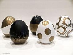 Easter Egg Crafts-The DIY Collective No. 12 Easter Egg Crafts, Easter Eggs, Easter Table, Diy Osterschmuck, Gold Sharpie, Easter Egg Designs, Easter Ideas, Diy Easter Decorations, Easter Centerpiece