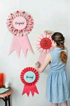 Giant Prize Ribbons - could use for a kids party or an equestrian themed party. Crafts To Do, Crafts For Kids, Party Decoration, Derby Party, Idee Diy, Diy Ribbon, Diy Décoration, Kentucky Derby, Crafty Projects