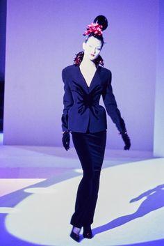 http://www.vogue.com/fashion-shows/fall-1995-couture/mugler/slideshow/collection
