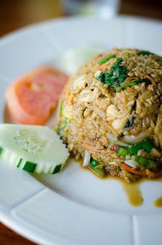 Basil Thai Fried Rice Food Recipe Share and enjoy! Rice Recipes, Asian Recipes, Dinner Recipes, Cooking Recipes, Healthy Recipes, Ethnic Recipes, Basil Fried Rice, Thai Fried Rice, Thai Cooking