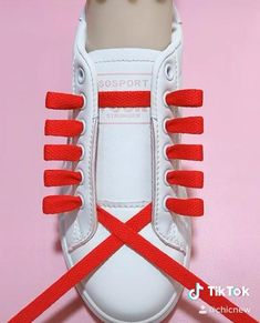 Ways To Lace Shoes, How To Tie Shoes, Diy Fashion Hacks, Fashion Tips, Fashion Videos, Classy Fashion, Fashion Fashion, Ways To Tie Shoelaces, Diy Clothes And Shoes